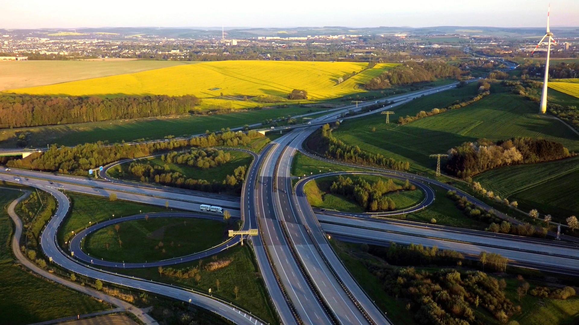 Autobahnkreuz-1080